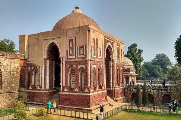 قوّت الاسلام؛ مسجدی تاریخی که رو به ویرانی است